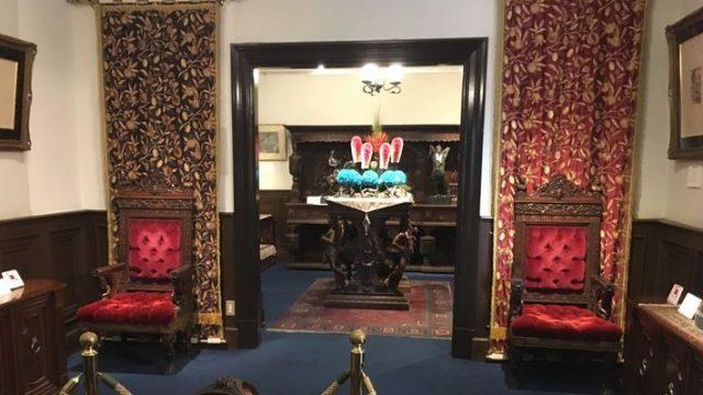 山手八番館 サターンの椅子