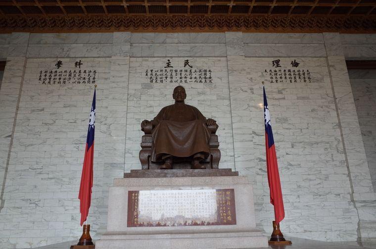 中正記念堂(ツォンツェンチーニエンタン)の蒋介石像