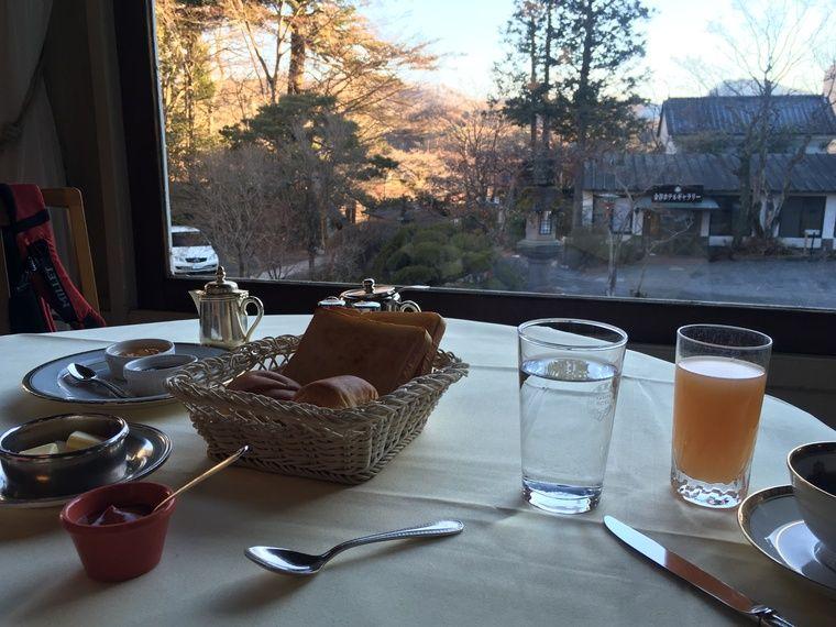 朝食 朝日の差し込む感じが素敵です