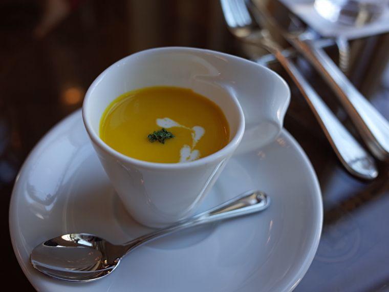 ホテルヨーロッパのアンカーズラウンジ アフタヌーンティー スープ